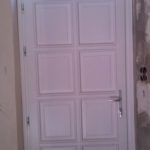 fehér színű, felső fix ablakos ajtó