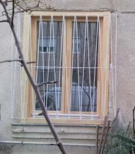 Fa ablak beépítése bontás nélkül